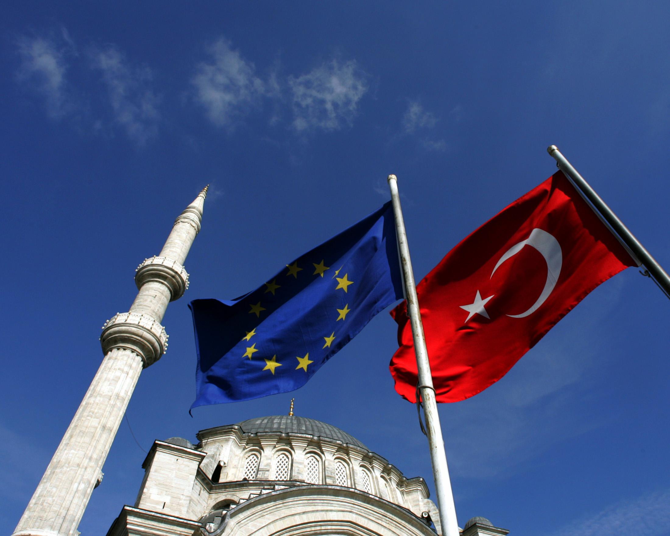 turkey and the eu Turkey poj cle iura1epo 2o3ao 4 5auroey 3o cle 2okoa6o 2 turkey and the eu: towards an uncertain future t he prospect of full membership was embedded.